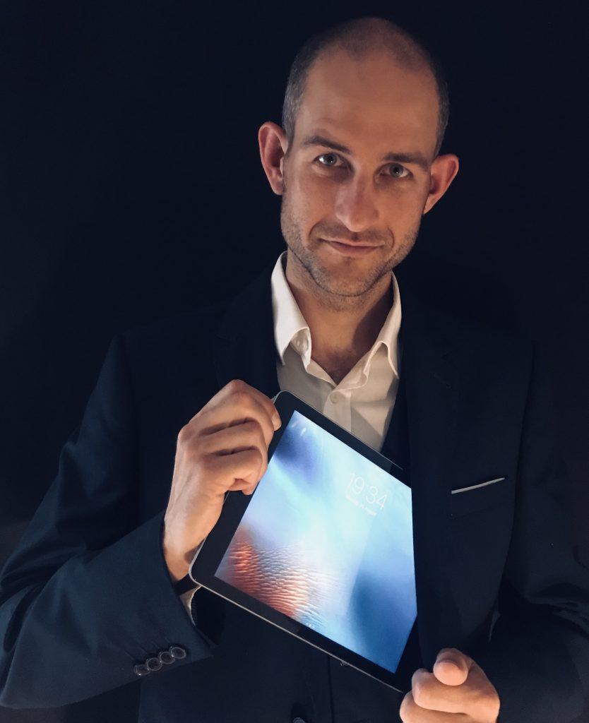 iPad magician in Saudi Arabia